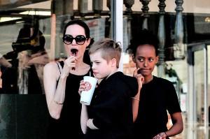 Анджеліна Джолі з доньками: Шайло і Захарою