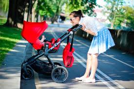 Прогулка — важная часть жизни крохи.