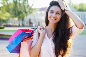 жінка на шопінгу