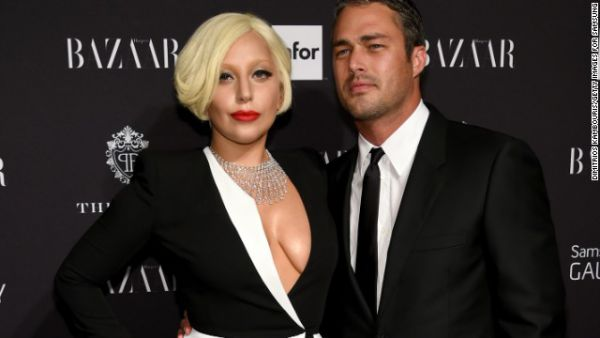 0869_141015102037-lady-gaga-taylor-kinney-september-2014-story-top.jpg (23. Kb)