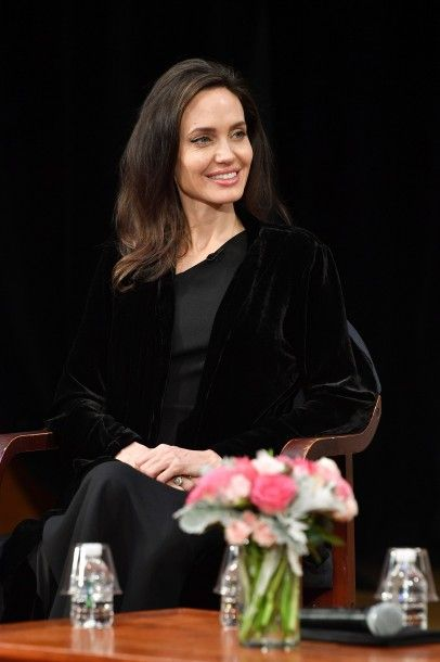 55_angelina_jolie_attends_the2_01.jpg (26.21 Kb)