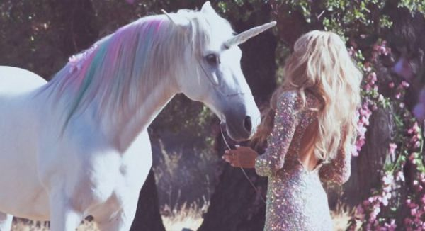 9632_x900_paris-hilton-unicorn-mist_jpg_pagespeed_ic_qmd7zhczgh.jpg (32.6 Kb)
