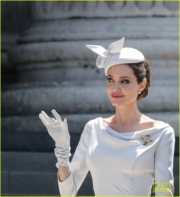 angelina-jolie-service-of-commemoration-dedication-01.jpg (44.87 Kb)