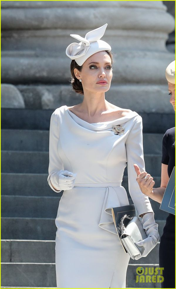 angelina-jolie-service-of-commemoration-dedication-02.jpg (69 Kb)