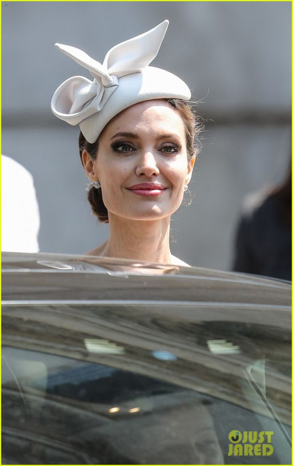 angelina-jolie-service-of-commemoration-dedication-03.jpg (59.07 Kb)