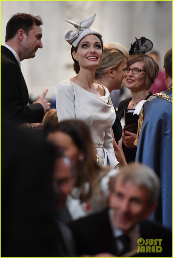 angelina-jolie-service-of-commemoration-dedication-06.jpg (58.52 Kb)