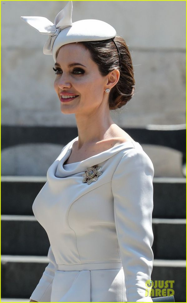 angelina-jolie-service-of-commemoration-dedication-22.jpg (59.96 Kb)