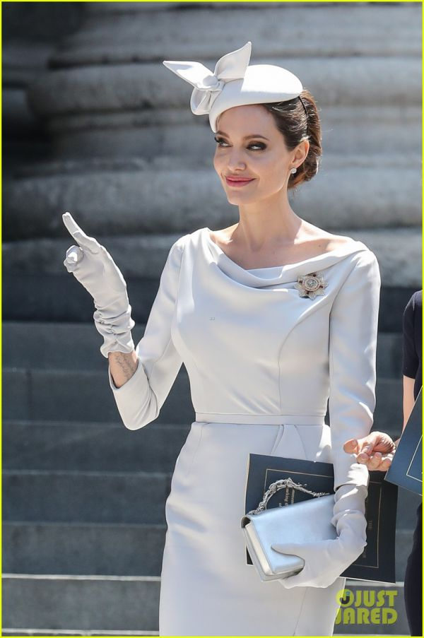 angelina-jolie-service-of-commemoration-dedication-47.jpg (63.72 Kb)