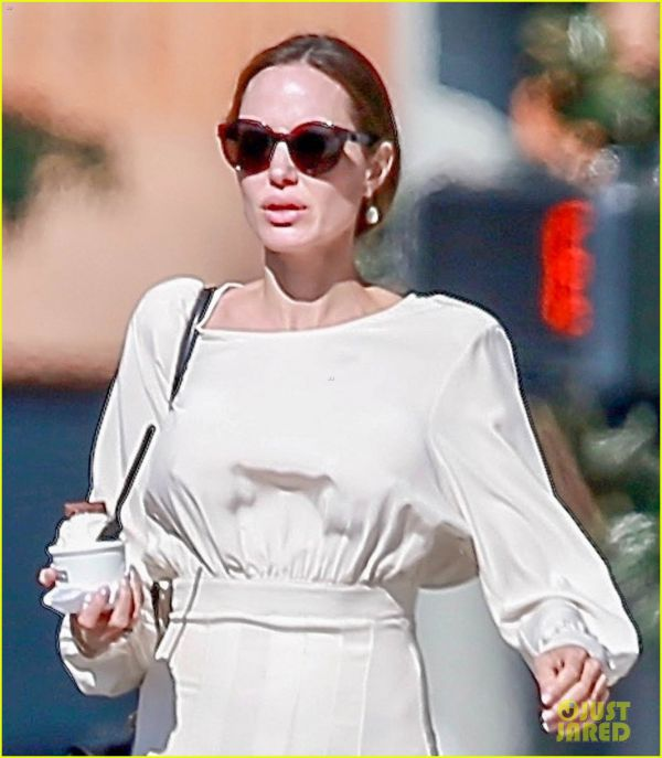 angelina-jolie-spends-her-sunday-with-son-pax-02.jpg (54.41 Kb)