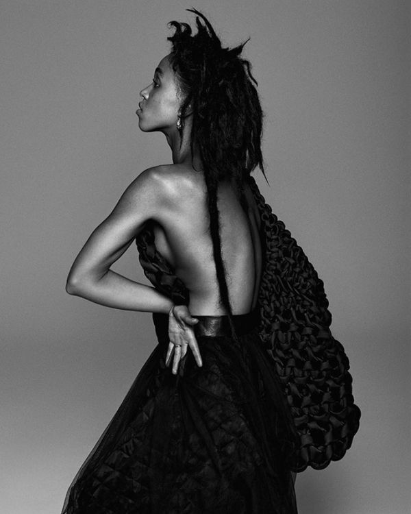 fka-twigs-paper-magazine-october-2015-cover-photoshoot03.jpg (47.52 Kb)