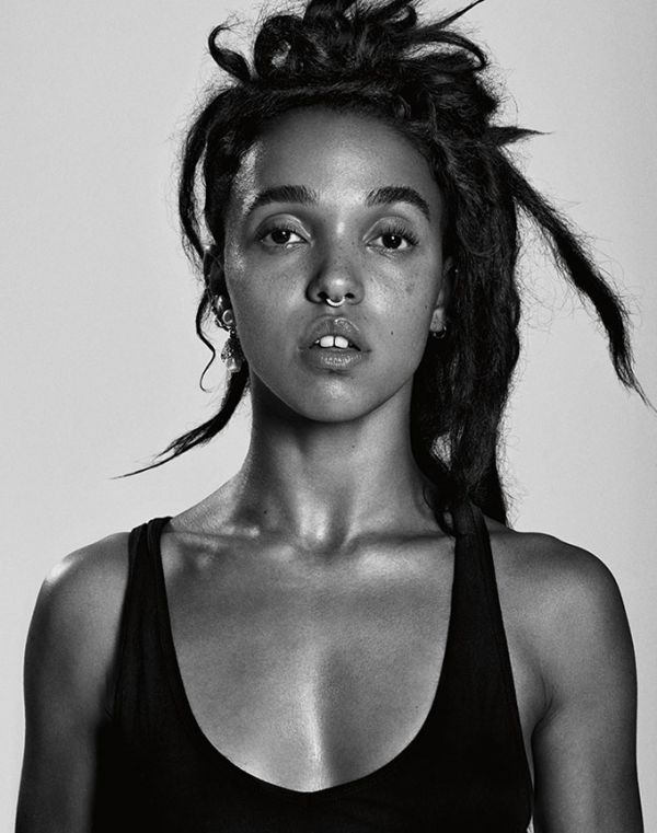 fka-twigs-paper-magazine-october-2015-cover-photoshoot05.jpg (61.19 Kb)