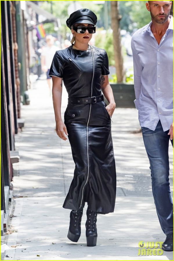 lady-gaga-leather-july-2018-04.jpg (87.03 Kb)
