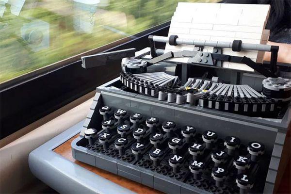 lego-typewriter-11.jpg (.11 Kb)