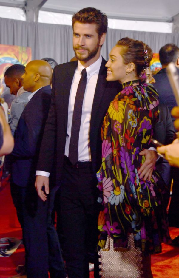 liam_hemsworth_and_miley_cyrus_a1.jpg (83.03 Kb)