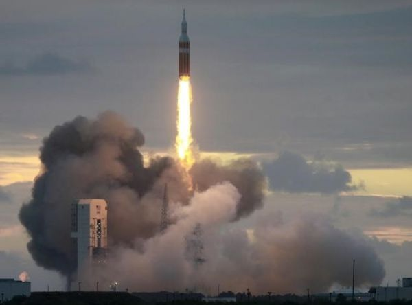 nasa_20delta_iv_orion_cape_anaveral_reuters.jpg (19.21 Kb)