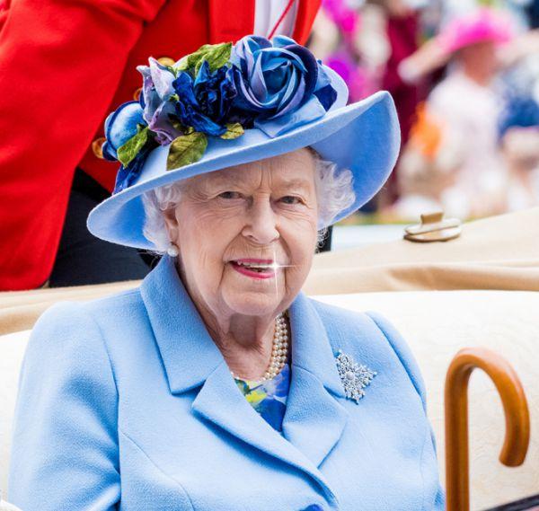 queen-elizabeth-reveals-she-once-wore-braces-01.jpg (56.73 Kb)