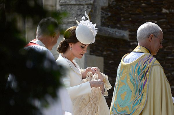 the_christening_of_princess_charlotte_of_cambridge5.jpg (37.31 Kb)