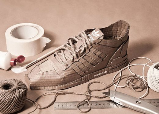 adidas-originals-handcrafted-out-of-cardboard-2.jpg ( Ілюстратор та дизайнер  Кріс Андерсон створив ... ff6ea00129d10