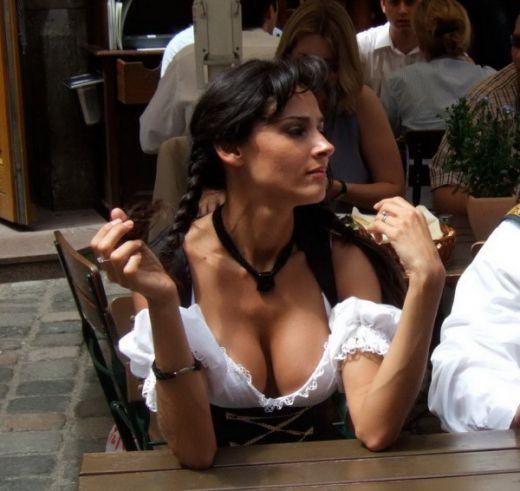большие груди официантки-бэ1