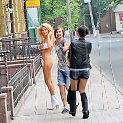 Оля Горбачева прогулялась голышом по улицам Киева.