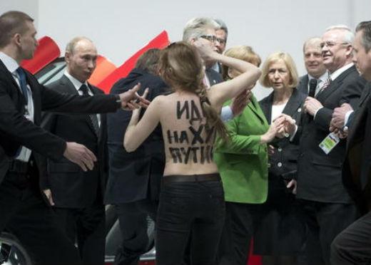 eac663c-nackter-protest-aktivistinnen-beschimpfen-putin-auf-messerundgang-artikelquer.jpg (33.87 Kb)