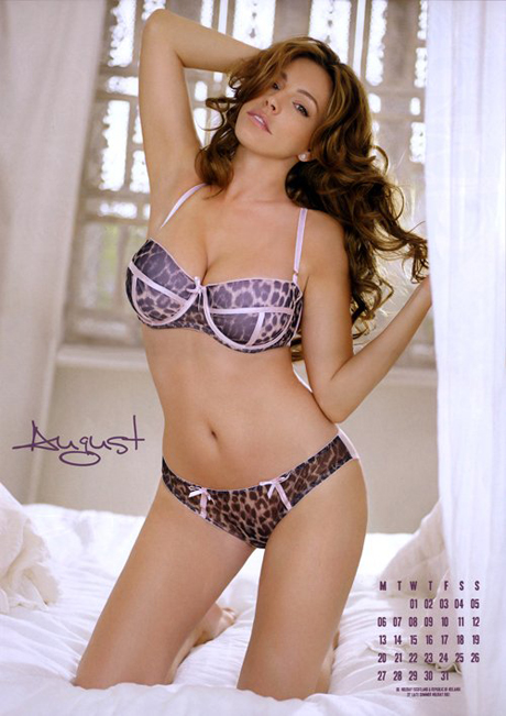 kelly-brook-2012-calendar-5.jpg (220.92 Kb)