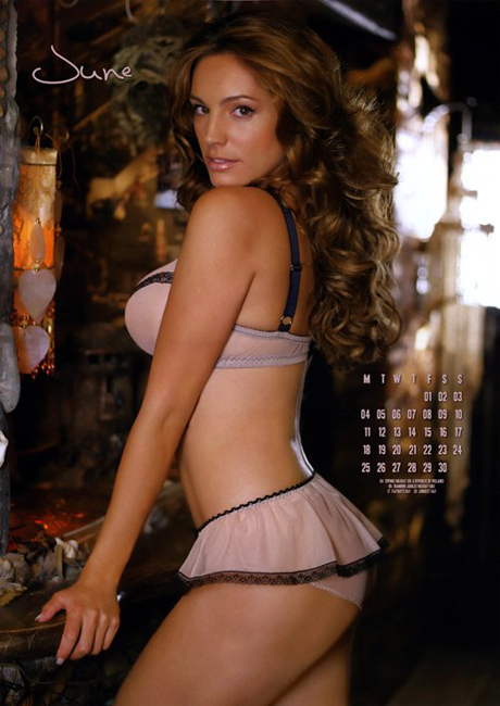 kelly-brook-2012-calendar-7.jpg (225.16 Kb)